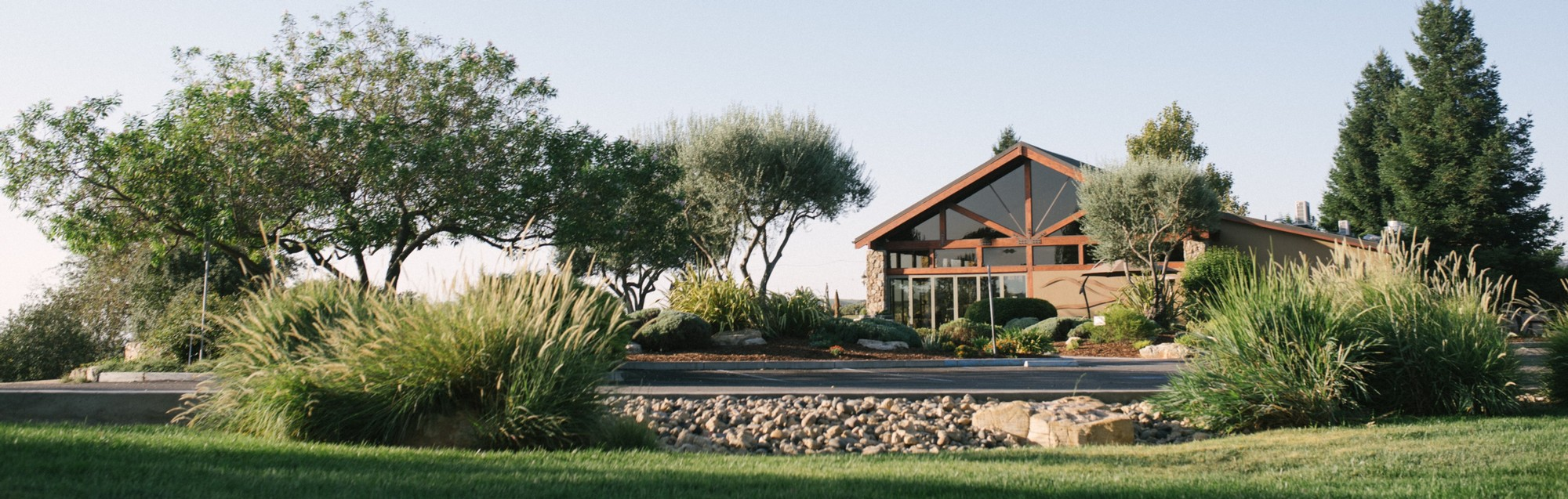 A wide perspective of the front of the tasting room at Calcareous Vineyard in Paso Robles, CA